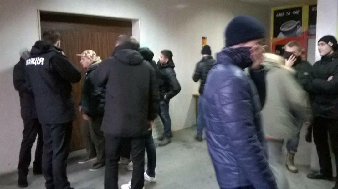 В центрі Києва націоналісти розігнали збіговисько «молодих лєнінців» (ФОТО)