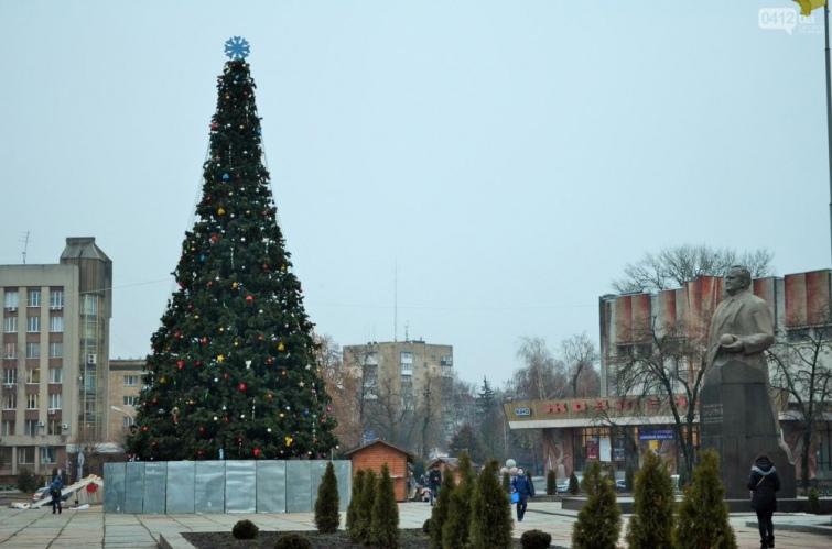 Миколаївська ялинка – близнючка сумської. Фото vsconikolaev