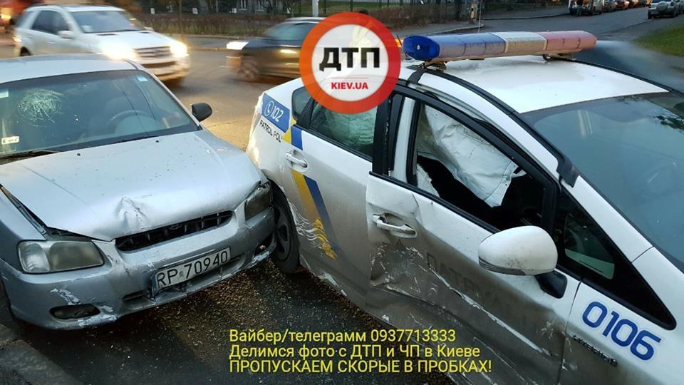 У Києві таксист під наркотиками влаштував жорстку ДТП із поліцією: є постраждалі