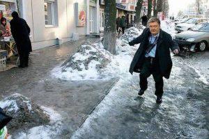 """""""В паралельному всесвіті"""": у мережі з'явилися смішні """"фотожаби"""" українських політиків в снігопад (фото)"""