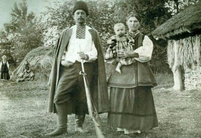 Як жили українці 100 років тому: 60 унікальних старовинних фото