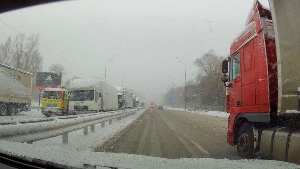 Київ стоїть: фури заблокували в'їзд і намагаються прорватись до столиці (карта)