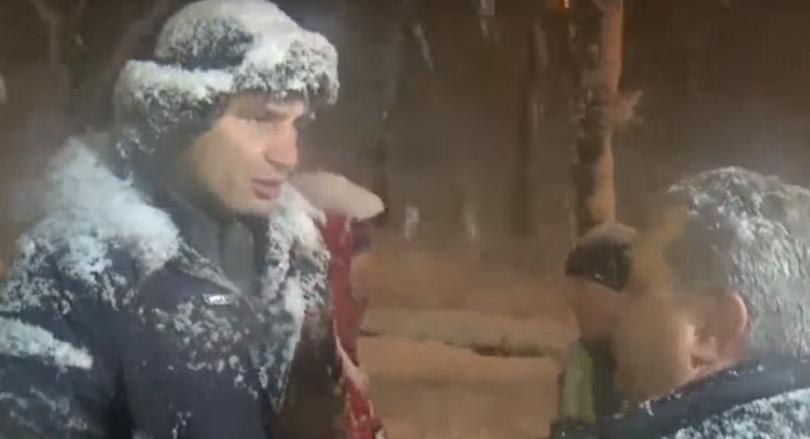 Між Кличко і водієм застряглої фури зчинилась перепалка (відео)