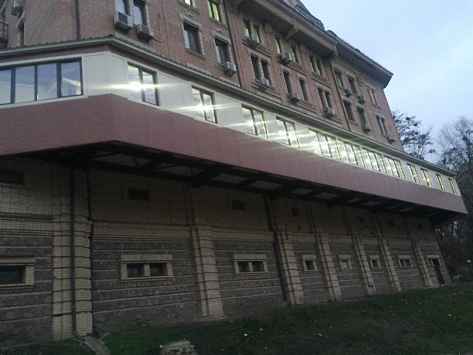 Через «цар-балкон» в Шевченківському районі може обвалитися будинок (фото)
