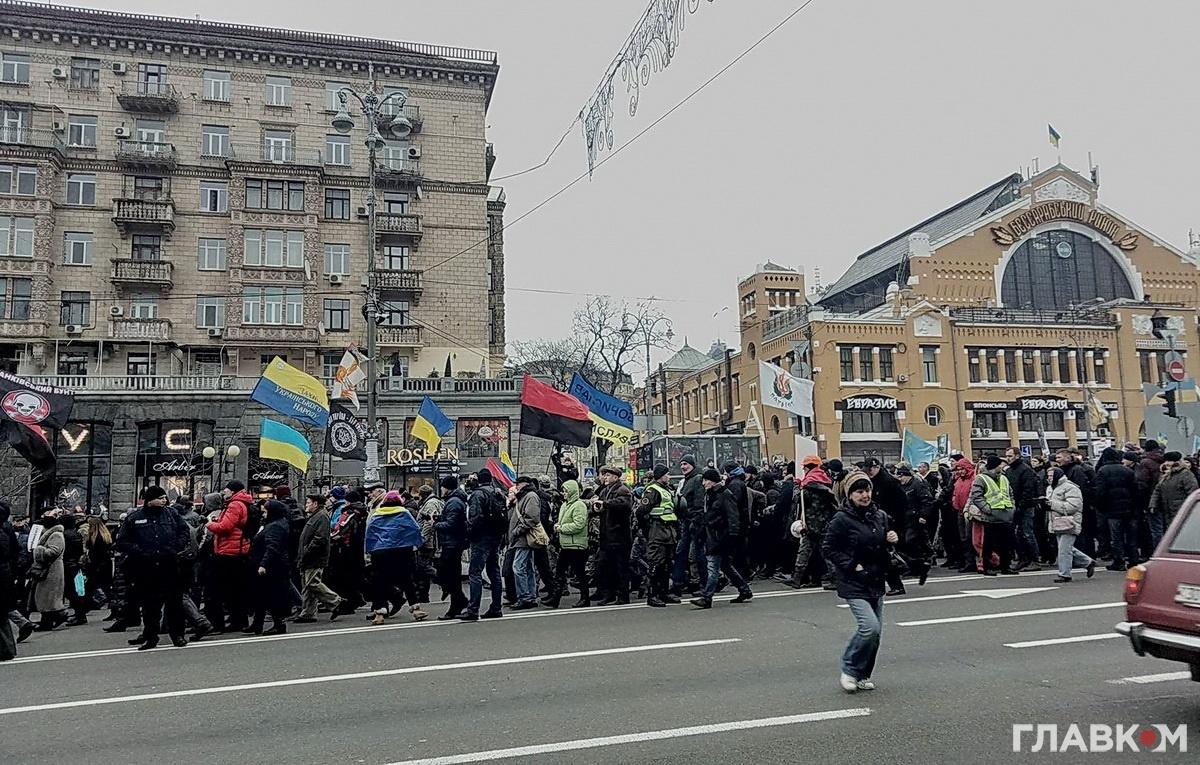 Мітингувальники прямують вулицею Хрещатик