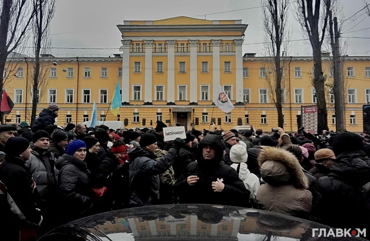 Одна із головних вимог протестувальників - це імпічмент президента