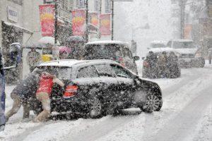 Синоптики прогнозують до 15 см снігу, до Києва обмежено пропускають вантажівки