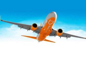 """Літак із евакуйованими з Китаю приземлився у """"Борисполі"""" на дозаправку"""