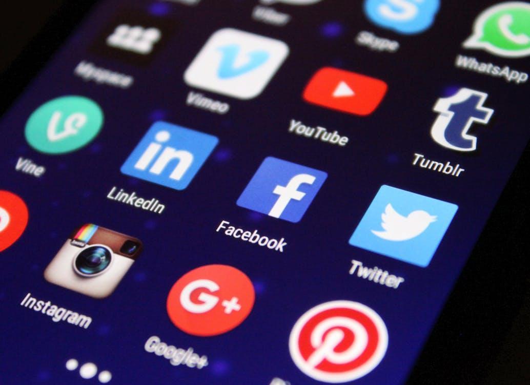 соціальні мережі на телефоні
