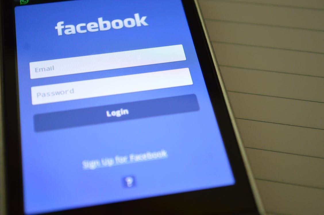 додаток фейсбук на телефоні