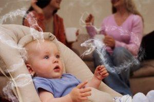 Українці пропонують відбирати дітей у матерів, що палять