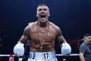 Олександр Усик здобув історичну перемогу у Москві та став абсолютним чемпіоном світу!