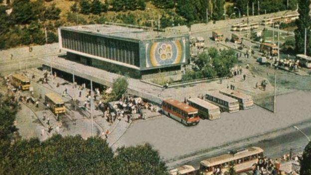 Автовокзал у Ялті збудований 1966 року працівниками Міністерства автотранспорту і шосейних шляхів УРСР