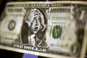 """""""Може бути й по 20"""": чому долар подешевшав та чого очікувати далі"""
