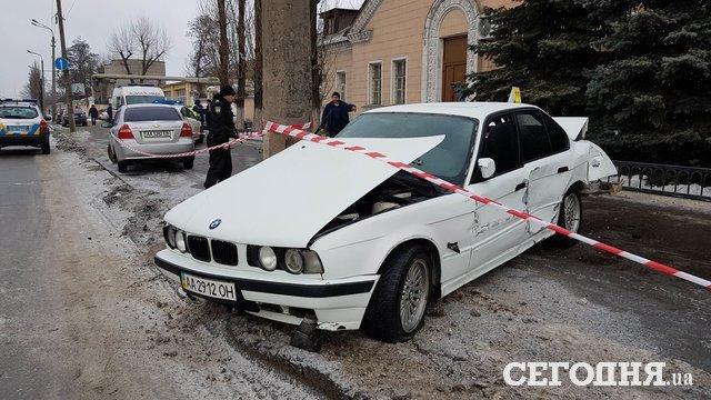 У Києві BMW розчавив жінку об стовп (ФОТО 18+)