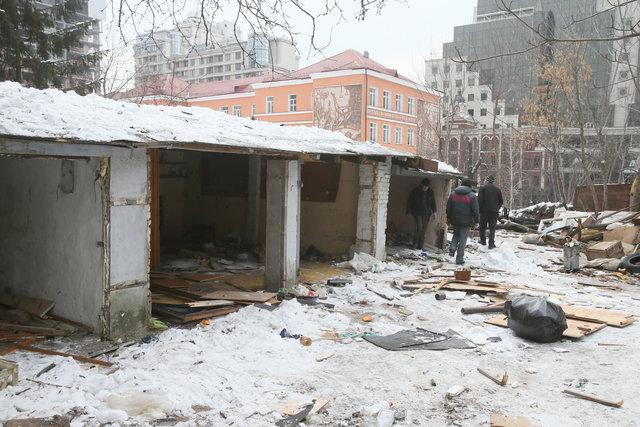 У Києві почали зносити незаконні гаражі