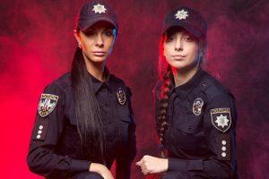 Відома поліцейська похизувалася своєю фотосесією з колегами (фото)