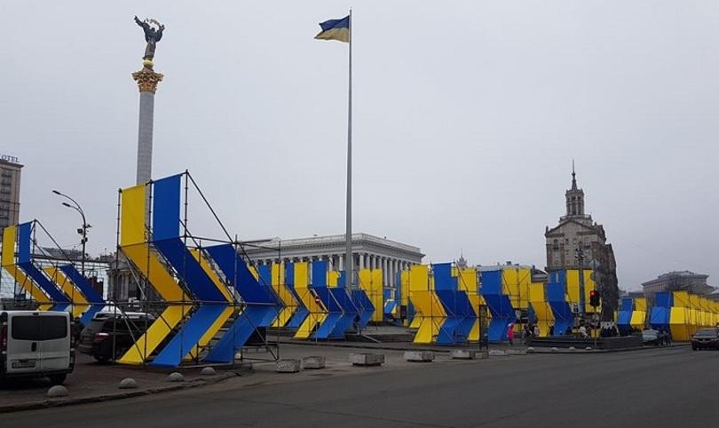 Кияни вимагають прибрати з Майдану Незалежності металеві конструкції