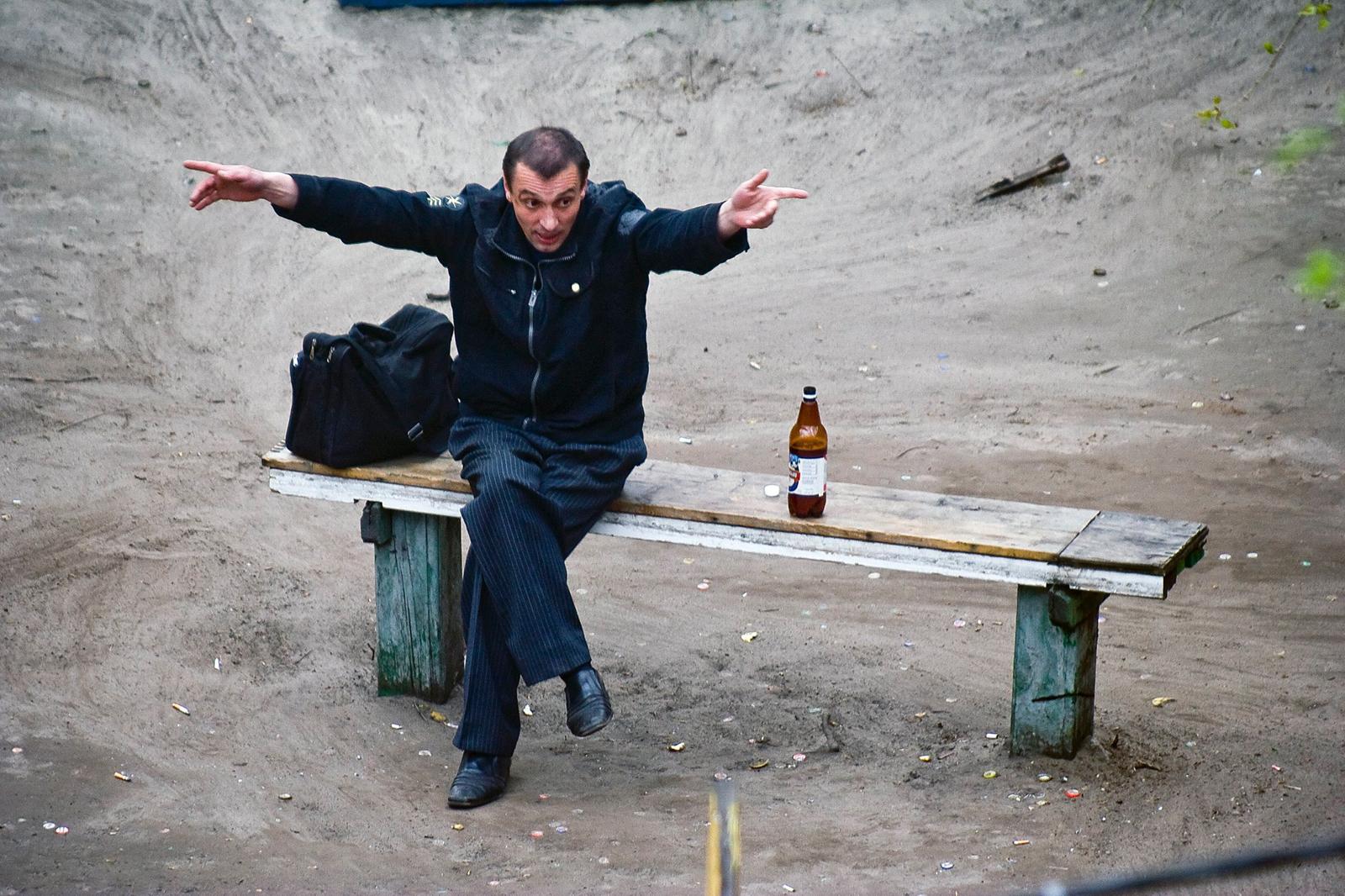 Київський фотограф десять років знімав життя лавочки. Фоторепортаж