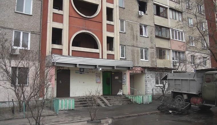 На Троєщині поліцейський врятував з димової пастки п'ятьох дітей та їхню маму (фото, відео)