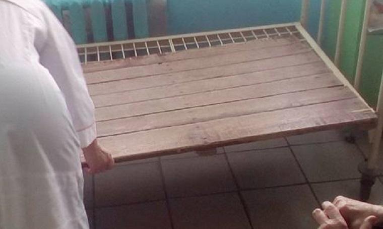 «Запах смітника»: киянка показала умови в столичній лікарні (фото, відео)
