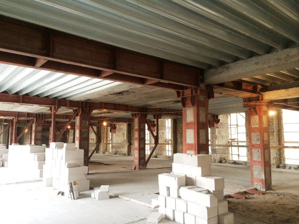 А ось так виглядає булівля зсередини під час реконструкції: