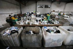 Бізнес на смітті: як заробляти тисячі й тисячі гривень
