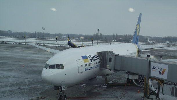 """Скандал в """"Борисполі"""": люди відмовилися летіти до Єгипту після заміни коліс літака"""