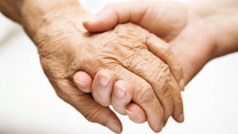 допомога літнім людям