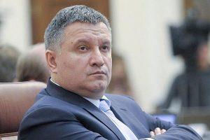 Українці на сайті Президента збирають підписи за термінову відставку Авакова