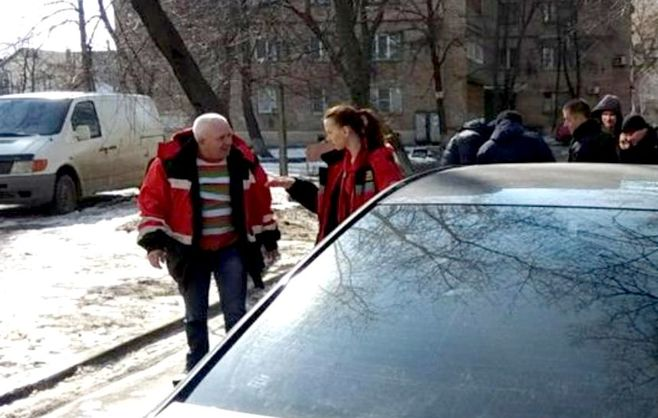 У Києві водій неправильно припаркованої машини побив водія швидкої, який їхав на виклик - соцмережі