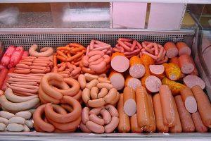 Шокуючі результати: журналісти розповіли, з чого роблять українську ковбасу