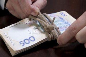 У кого і на скільки з 1 січня зростуть зарплати та пенсії. Деталі