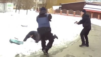У Києві на жінку напав грабіжник з молотком (відео)