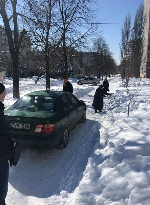 У Києві нахабний автохам виганяв людей з пішохідної доріжки