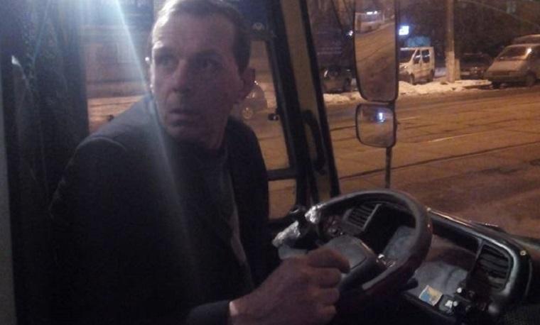 Водій вигнав з маршрутки дитини з вадами слуху (фото)