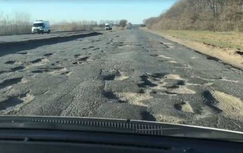 У мережі показали жахливий стан траси Київ-Одеса (відео)
