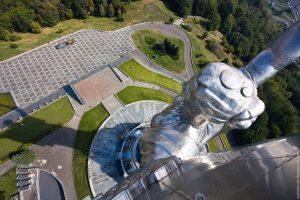 На статуї «Батьківщина-мати» відкрили екстремальний оглядовий майданчик