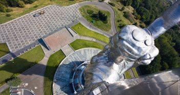 На статуї «Батьківщина-мати» відкрили екстремальну оглядовий майданчик