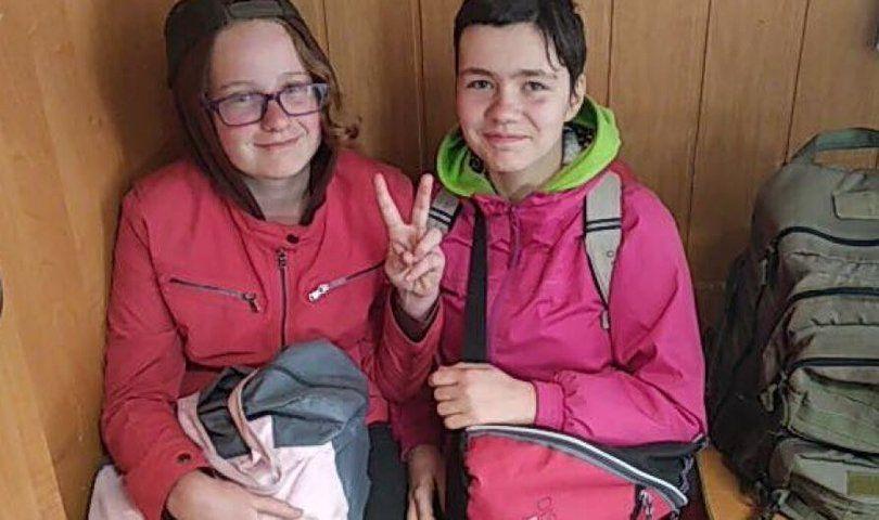 Спіймали на трасі: зниклих школярок знайшли під Києвом