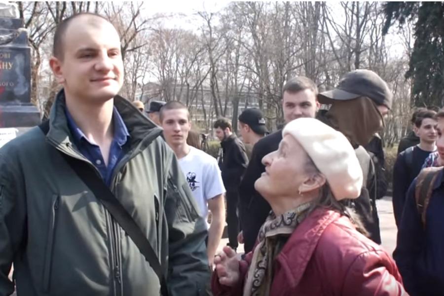"""""""Крим - Росія, а ви напали на Донбас!"""" У Києві засікли фанатку Путіна"""