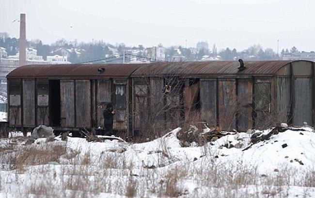На Одещині десятки років люди живуть у вагонах, які прогнили і отруюють життя пліснявою
