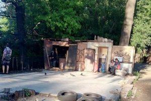 Замість знесеного МАФу бездомні відкрили туалет (фото)