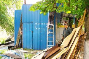 У Голосіївському районі знесли МАФ з наркотиками (фото)