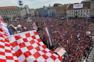 Фанати влаштували збірній Хорватії фантастичну зустріч на батьківщині. Вражаючі фото та відео