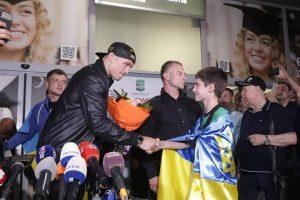 Як Олександра Усика зустріли в київському аеропорту (фото, відео)