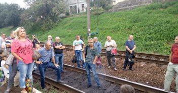 На станції Підзамче у Львові люди перекрили колію