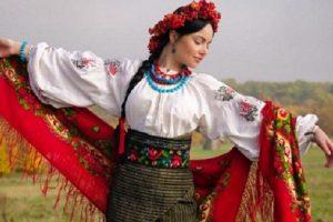 Символізм українського етнічного вбрання. Модно – не означає правильно (фото)