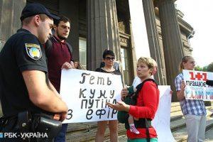 """Активісти влаштували протест проти участі Марченко в проекті """"Танці з зірками"""""""