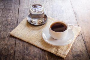 Чому каву обов'язково треба запивати водою